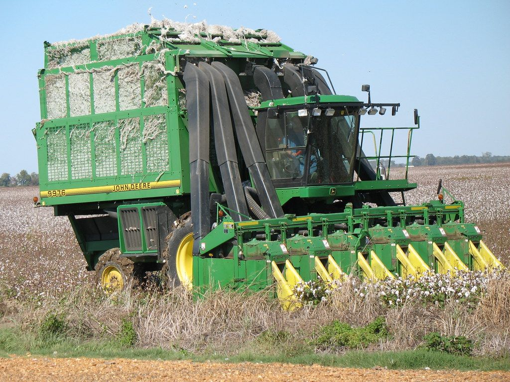 Cotton picking machine by Natalie Maynor licenced under CC BY 2.0
