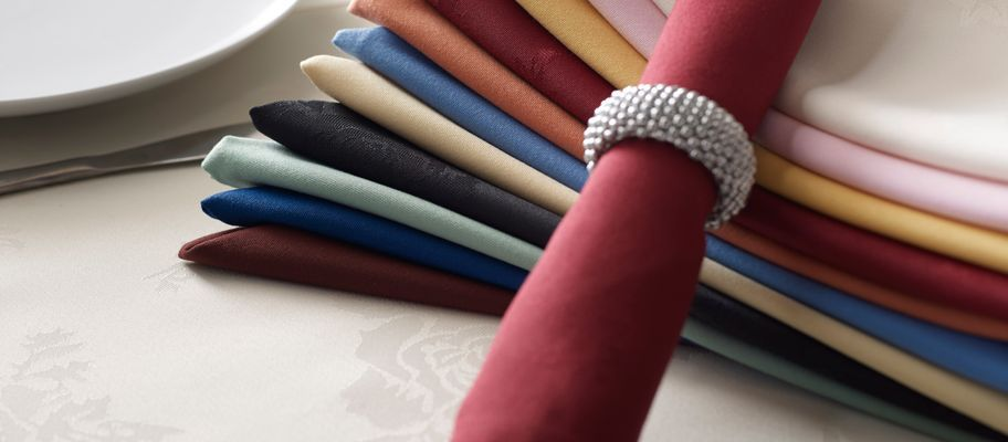 Coloured polyester napkins