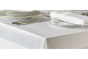 White stain band tablecloth