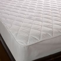 Stain and moisture resistant fitted mattress protector
